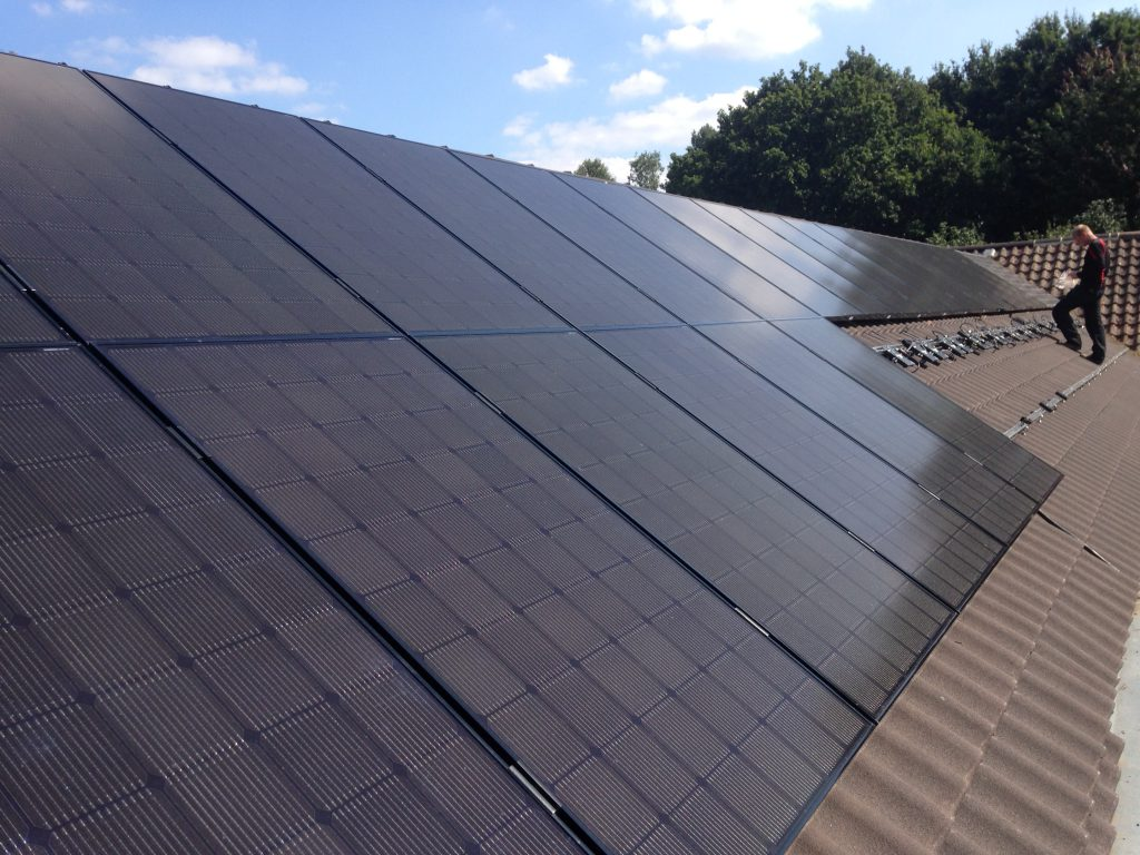 Badgers Wood Surgery Roof during the assembly of the solar array